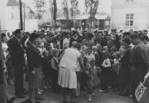 ZS Bor - 60 vyroci - Slavnostní otevření 1961 před ZŠ 2